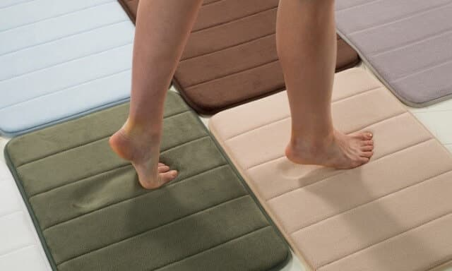 A very comfortable bath mat to greet my well pumiced feet as I stepped out of the tub.