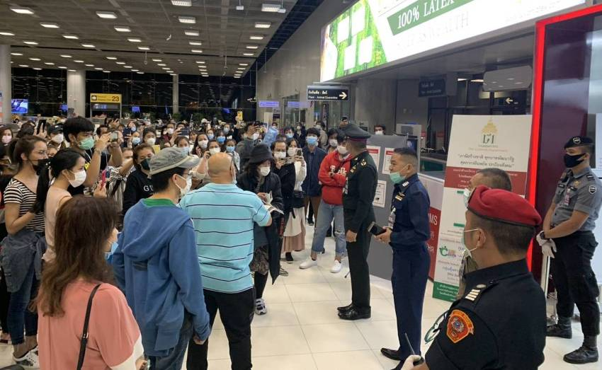 NNN: Le Premier ministre thaïlandais Prayut Chan-o-cha a déclaré mercredi qu'il avait ordonné au ministère des Affaires étrangères d'organiser rapidement des vols pour récupérer les Thaïlandais bloqués à l'étranger après la mort d'un étudiant du COVID-19 en Égypte. «Des vols de rapatriement seraient assurés de manière continue et ramèneraient des dizaines de milliers de Thaïlandais […]