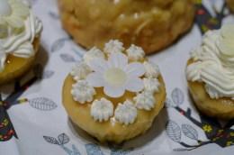 vegan Feigen-Macadamia -Cakes mit weißem Schokoüberzug