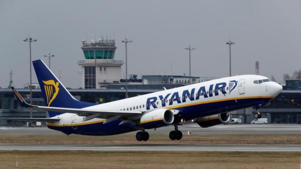 Boeing 737-800 de Ryanair despegando