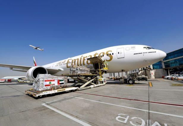 Boeing 777-300ER (77W) de Emirates cargado con ayuda humanitaria para el Líbano