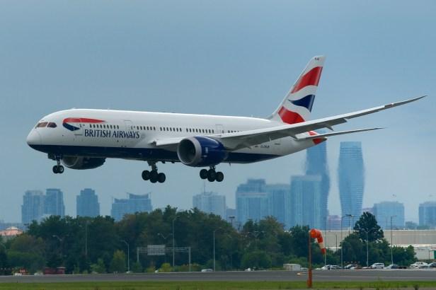 Boeing 787-8 de British Airways aterrizando en Toronto