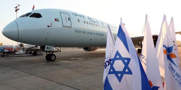 El Boeing 787 de Etihad que operó el primer vuelo comercial de pasajeros entre Emiratos Árabes Unidos e Israel