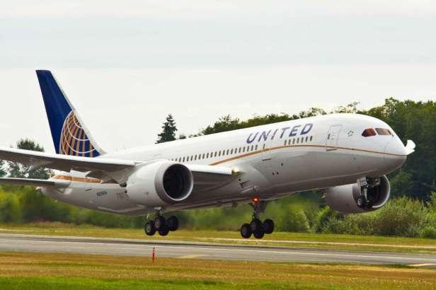 Boeing 787 Dreamliner de United Airlines despegando