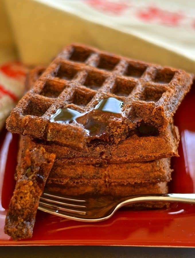 Add some sugar & spice to your life with these deliciously dark, rich & fluffy waffles. Full of warm & comforting gingerbread flavour & surprisingly healthy!