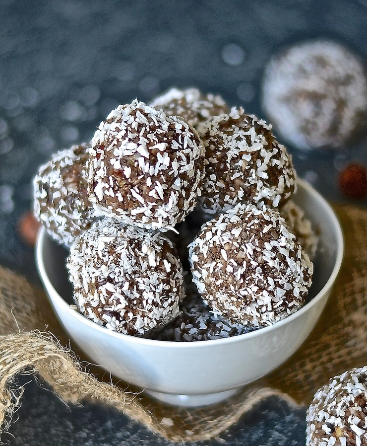 Chocolate & coffee join forces with nutrient rich, power giving nuts & seeds in these moist & decadent Mocha Hazelnut Power Balls. A healthy, energy boosting snack has never tasted so good!