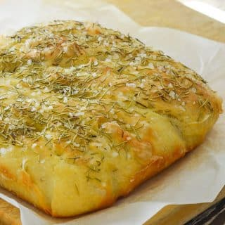 Wait! What? Focaccia you don't need to knead? Yes! This Easy No Knead Focaccia with Rosemary & Sea Salt is virtually fool proof. As long as you are able to stir some ingredients together in a bowl & turn on the oven you can do it. And nothing, and I mean nothing, can beat the smell & taste of fresh bread straight from the oven! ♡