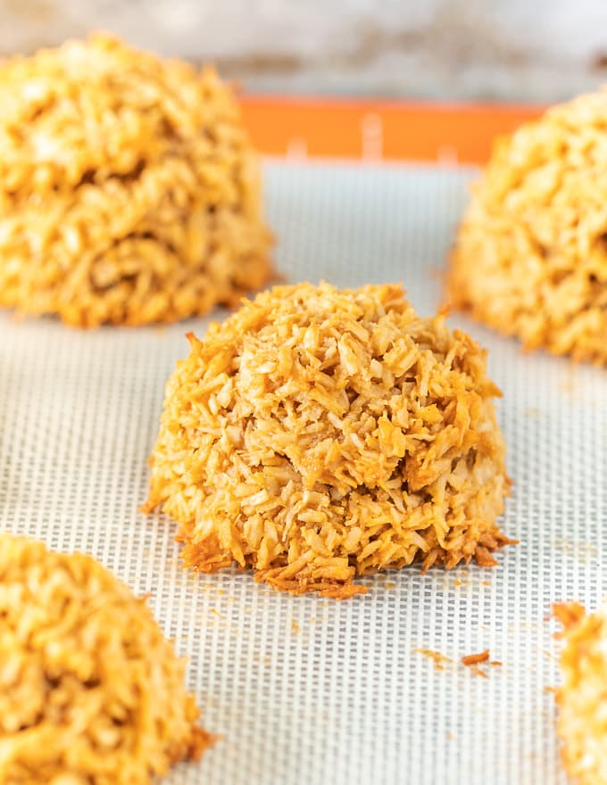 vegan coconut macaroons on a silicone baking mat