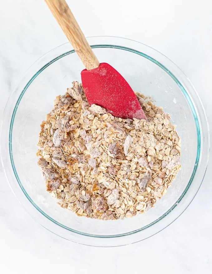 dry ingredients for healthy breakfast bars in a bowl