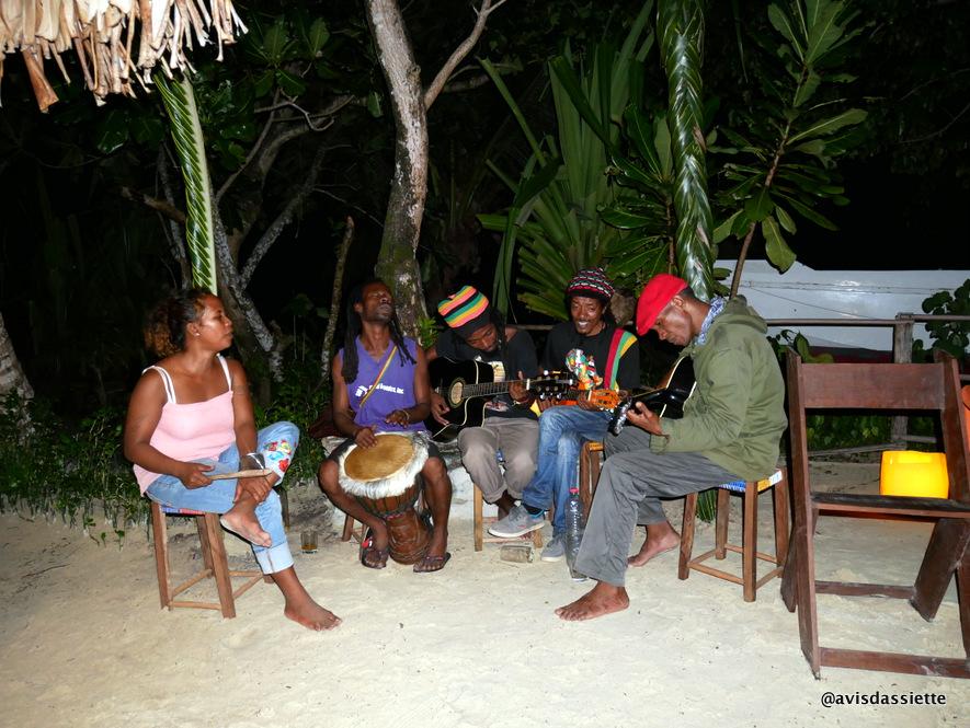 sambatra beach lodge voyage ile aux nattes madagascar concert