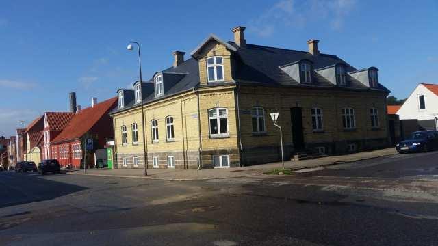Lunds direktørbolig 2018 Bemærk hvordan det oprindelige udtryk i Danmarksgade nu er ødelagt af det der i dag er Bülows Kiosk og oprindeligt opført som Cort Traps Vinhandel, hvis ejer også boede i ejendommen (Foto: Claes Andersen)