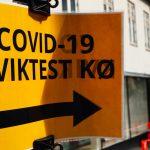 Covid -19 Kviktest kø skilte