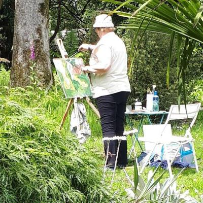 """Photo os student """"plein air"""" set up at the July Painting Workshop from 2019."""