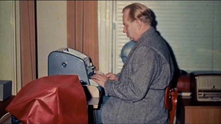 Going Clear: L. Ron Hubbard typing