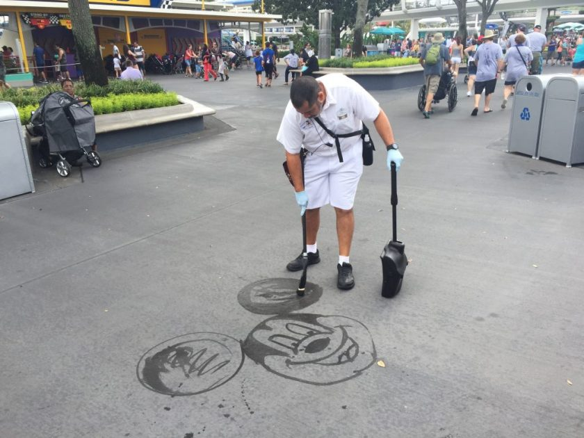 disney-street-cleaner-drawing-with-water