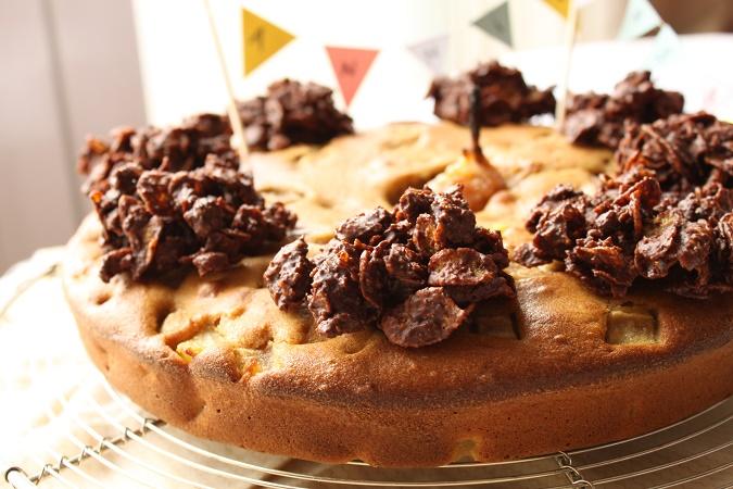 Gâteau d'anniversaire aux poires et roses des sables spéculoos