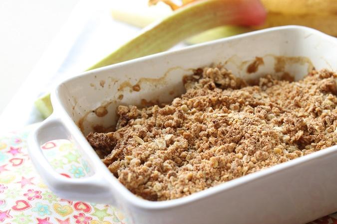 crumble à la rhubarbe banane et noix de coco