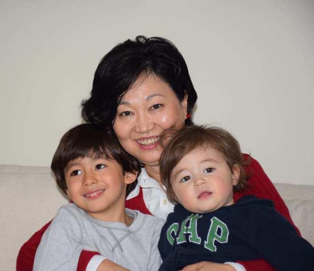 A vovó Edilene com os netos Pedro e Fernando