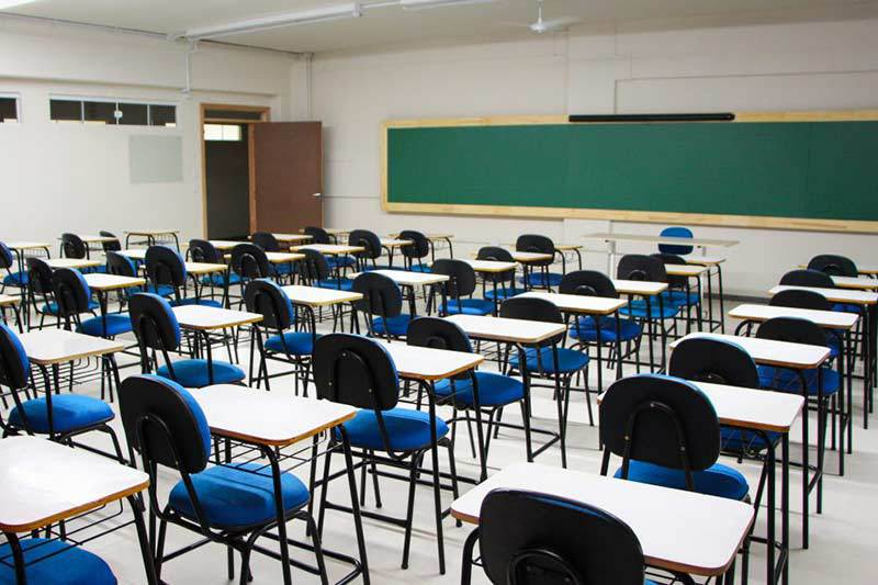 Sala de aula vazia em Friburgo (Arquivo AVS/ Henrique Pinheiro)