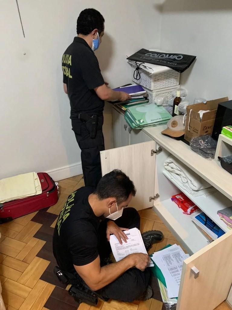 Policiais federais cumpriram mandados de busca e apreensão e também mandado de prisão preventiva na RMB — Foto: Polícia Federal