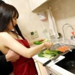 【美咲結衣】出張家政婦が大学生の自宅で裸エプロンサービス