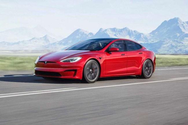 Tesla представила обновленную версию флагманского седана Model S 1