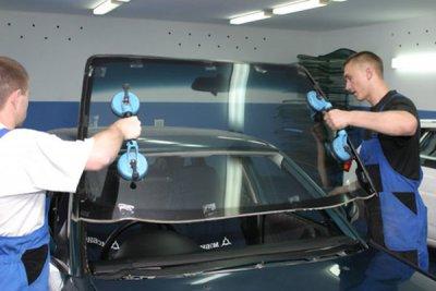 Как разбить лобовое стекло для страховой