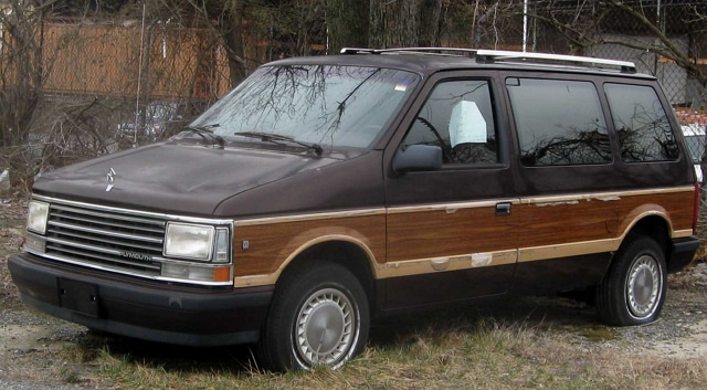 Minivan Plymouth Voyager.