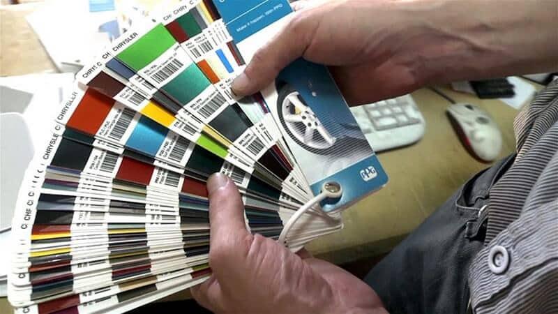 Um exemplo de um catálogo para seleção de cor automática