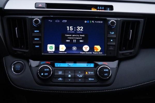 Фото мультимедийного экрана Toyota RAV4.