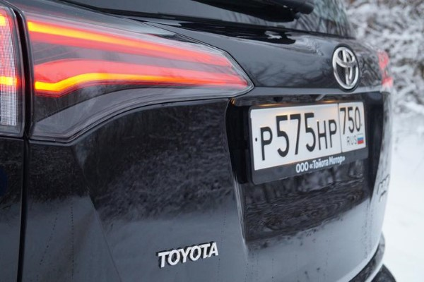 Задние фары Toyota RAV4.