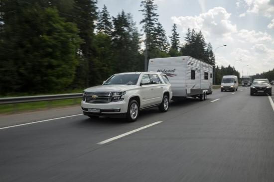 Chevrolet Tahoe в роли буксира.