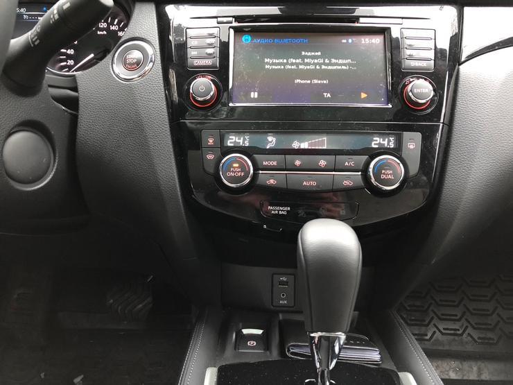 Фото центральной консоли Nissan Qashqai.