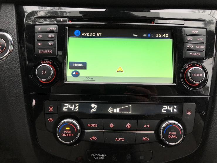 Экран мультимедиа Nissan Qashqai.