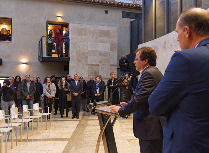 Fernández Vara inaugurando La Casa del Sol en Cáceres