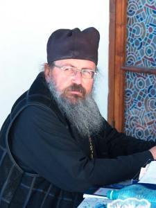 Отец настоятель игумен Иакинф. Фото мое © 2009