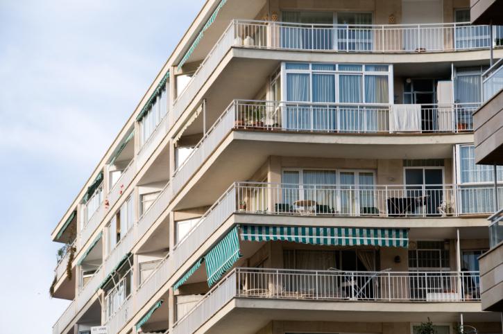 Balcone aggettante e incassato: Infiltrazioni e danni - Punto di ...