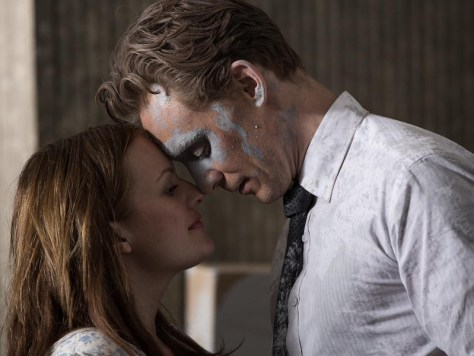 Elisabeth Moss and Tom Hiddleston in High-Rise