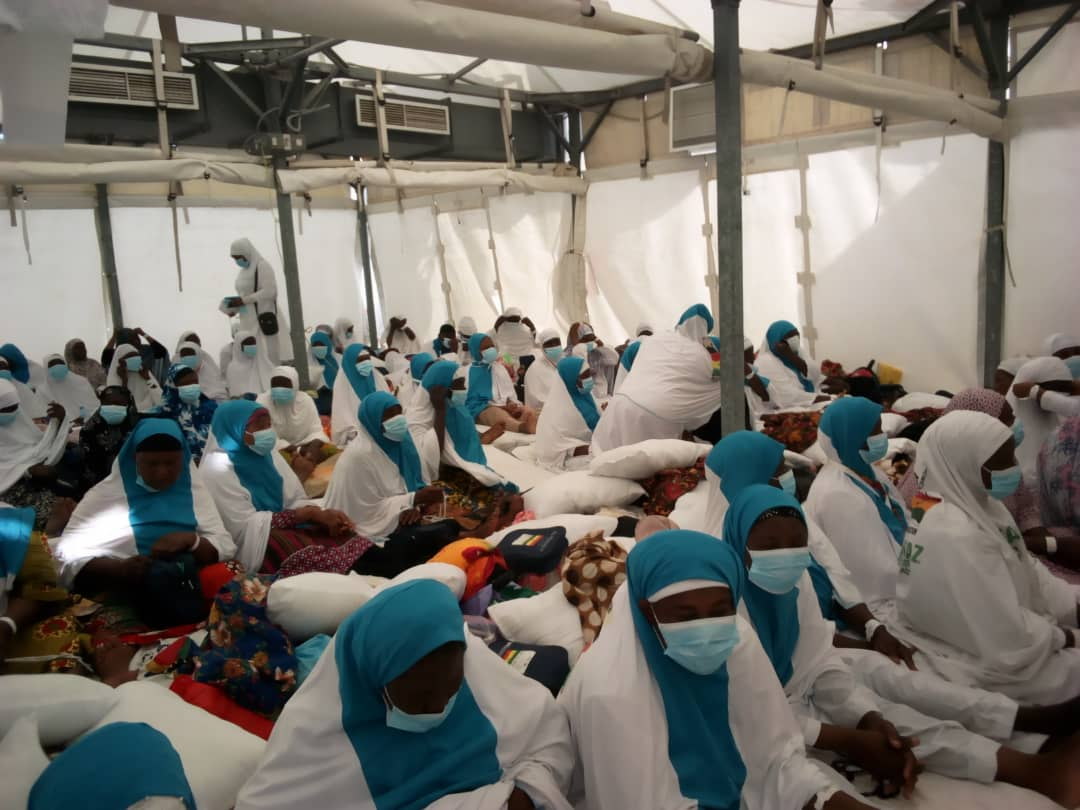 Hajj Board Medical Team Distributes Facemask To Pilgrims