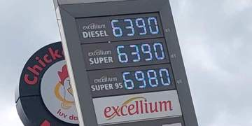 The new fuel prices as captured by the camera of AwakeNews today at one of the pumps