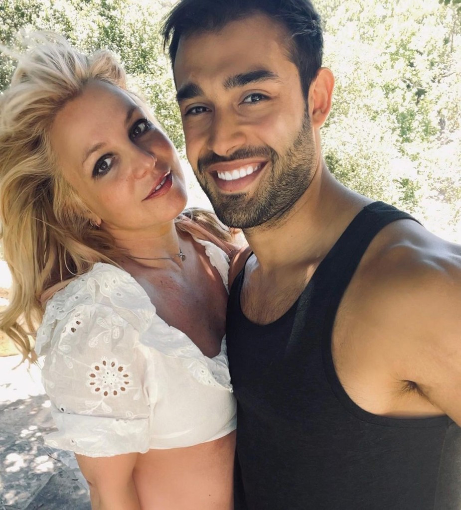 Britney Spears shares nude photos from vacation after conservatorship win 3
