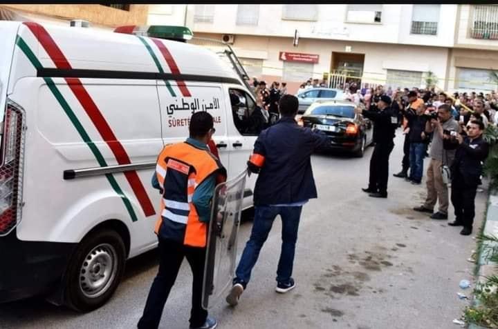 Photo of جريمة مروعة.. شاب يقطع رأس أمه ويجول به في الشارع (فيديو)