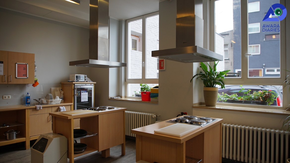 Kitchen of Pathpoint Cologne Backpacker Hostel