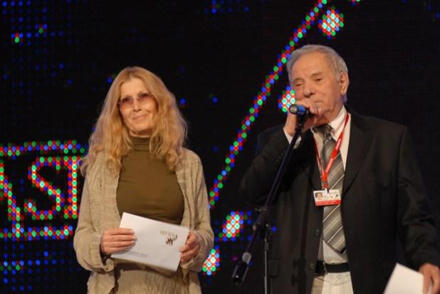 Mirjana Van Blaricom (left), head of the International Press Academy