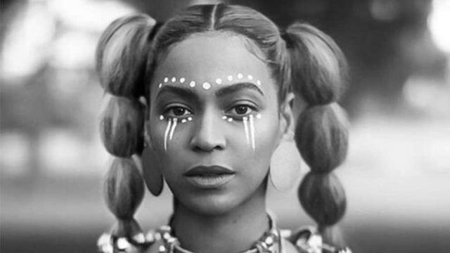 """BEYONCÉ'S """"FORMATION"""" WINS """"VIDEO OF THE YEAR"""""""