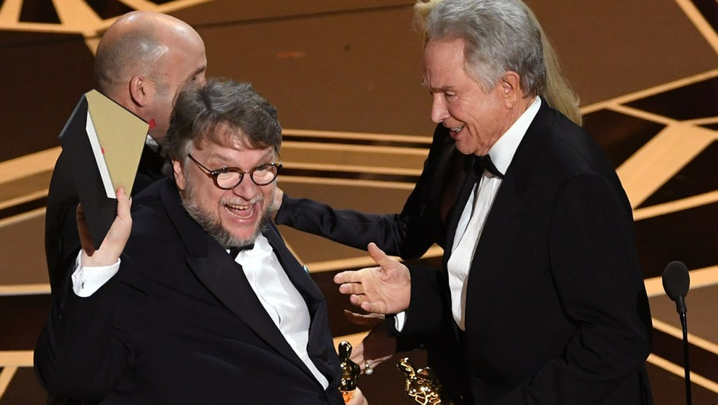 HOLLYWOOD, CA - MARCH 04:  Director Guillermo del Toro (L) accepts Best Picture for 'The Shape of Water' from actor Warren Beatty onstage during the 90th Annual Academy Awards at the Dolby Theatre at Hollywood & Highland Center on March 4, 2018 in Hollywood, California.  (Photo by Kevin Winter/Getty Images)