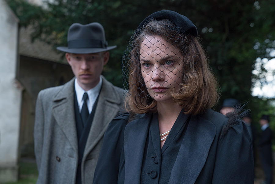 """Domhnall Gleeson (left) stars as """"Dr. Faraday"""" and Ruth Wilson (right) stars as """"Caroline Ayres"""" in director Lenny Abrahamson's THE LITTLE STRANGER, a Focus Features release. Credit: Nicole Dove / Focus Features"""