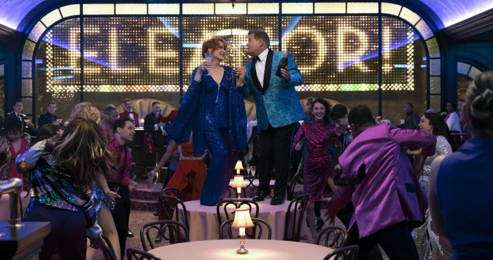 THE PROM (L to R) MERYL STREEP as DEE DEE ALLEN, JAMES CORDEN as BARRY GLICKMAN in THE PROM. Cr. MELINDA SUE GORDON/NETFLIX © 2020