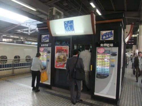 名古屋駅新幹線ホームのきしめん立ち食い