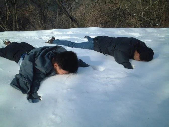 雪の上に大の字(2)